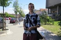 Jednadvacetiletý Jakub Novotný (na snímku) by lidem, které postihly povodně,taky přispěl. Zatím ale studuje, takže moc peněz navíc nemá.