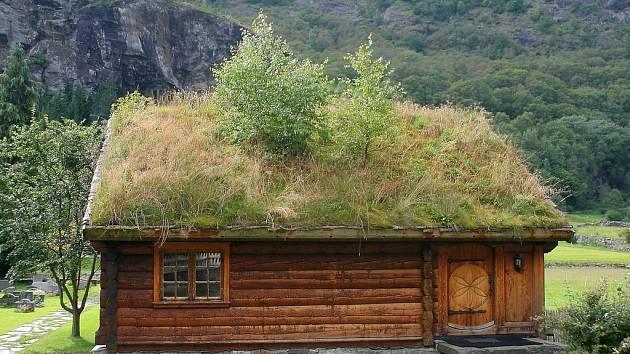 Jedna z fotografií Petra Prudkého zachycující chalupu v Norsku.