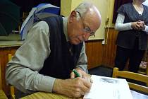 Pavel Gryga při autogramiádě.