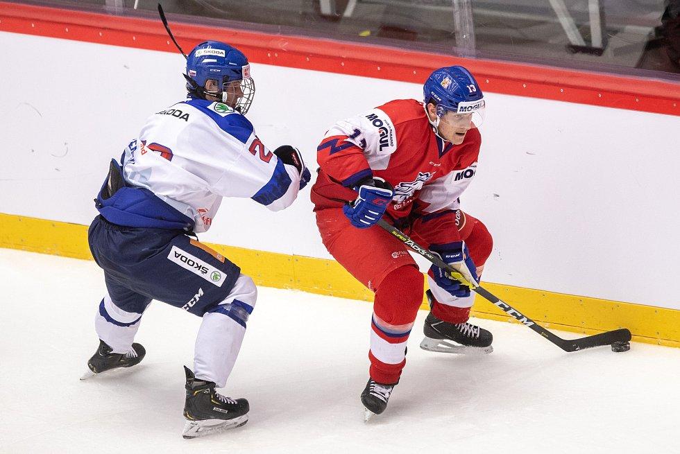 Přípravný zápas před MS U20 Česká republika - Slovensko, 22. prosince 2019 v Třinci. Na snímku (zleva) Samuel Kňažko, Jakub Lauko.