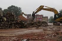 Demolice budovy bývalé přádelny ve Frýdku-Místku je u konce. Na místě v blízkosti vlakového nádraží už zbyly jen hromady suti.