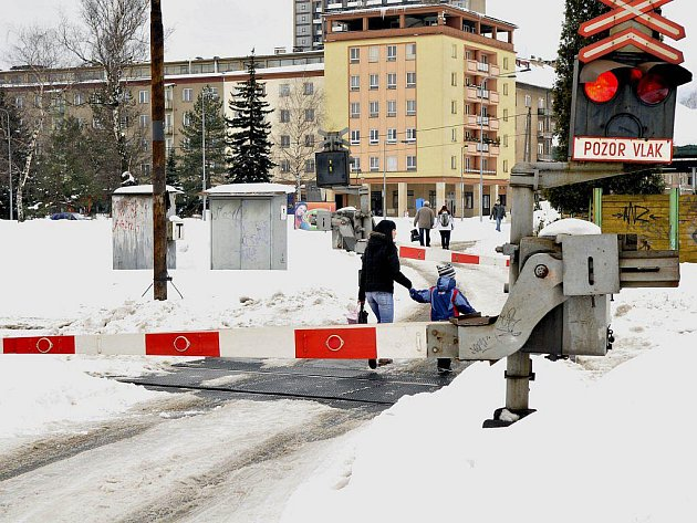 V této lokalitě se má letos stavět podjezd Via Lyžbice, jeho cena přesáhne tři sta milionů korun. O kousek dál ve směru na Vendryni se počítá s železniční zastávkou.