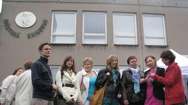 Zahájení rekonstrukce Městské knihovny Třinec si v září nenechali ujít její zaměstnanci.