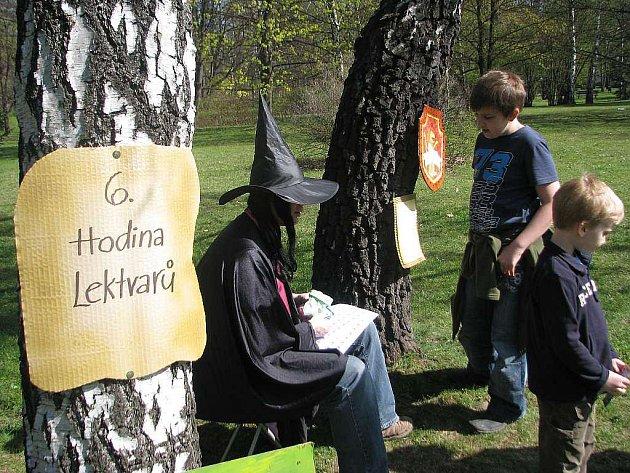 Sady Bedřicha Smetany v Místku se proměnily na školní zahradu v Bradavicích. Akce S Harrym hurá do Bradavic V. přilákala v sobotu odpoledne 250 účastníků.