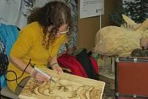 Výstavu betlémů v tiskárně Kleinwächter v Místku doplnil i dvoudenní řezbářský plenér.