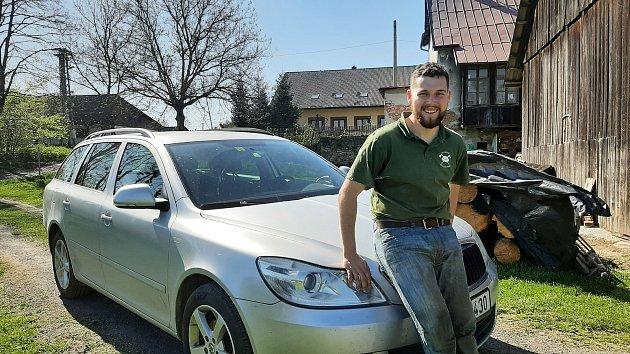 Český reprezentant valpském lyžování Michał Staszowski se vedle a studia závodění věnuje stříhání ovcí.