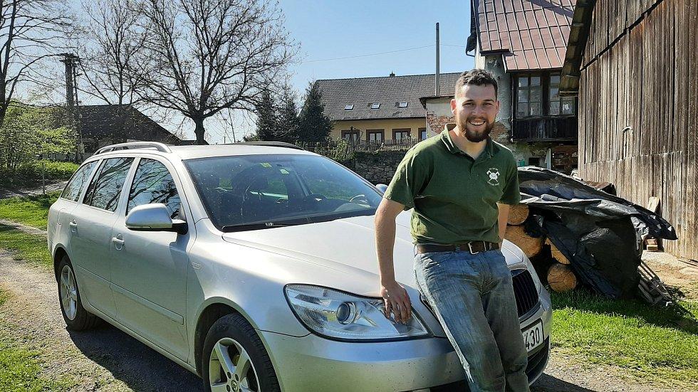Český reprezentant v alpském lyžování Michał Staszowski se vedle a studia závodění věnuje stříhání ovcí.