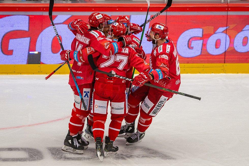 Finále play off hokejové Tipsport extraligy - 1. zápas: HC Oceláři Třinec - Bílí Tygři Liberec, 18. dubna 2021 v Třinci. Radost Třince.