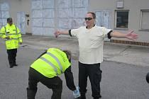 Česká a slovenská celní správa zadržela během společného cvičení řidiče kradeného automobilu, který nevědomky převážel nebezpečný radioaktivní materiál.