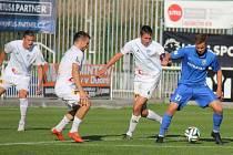 V druholigovém derby se nakonec z přesvědčivého vítězství radovali fotbalisté Frýdku-Místku (v bílém), kteří Vítkovice udolali 5:2.