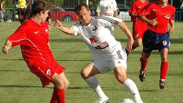 Radoslav Látal (uprostřed),  trenér fotbalistů Frýdku-Místku.