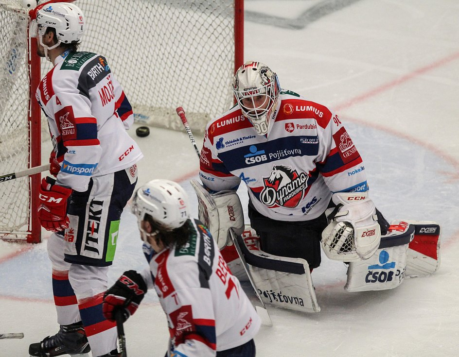 7. čtvrtfinále hokejové extraligy: Třinec - Pardubice (8:1).