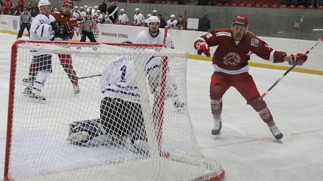 Druholigoví hokejisté Frýdku-Místku porazili v derby Nový Jičín vysoko 11:3.