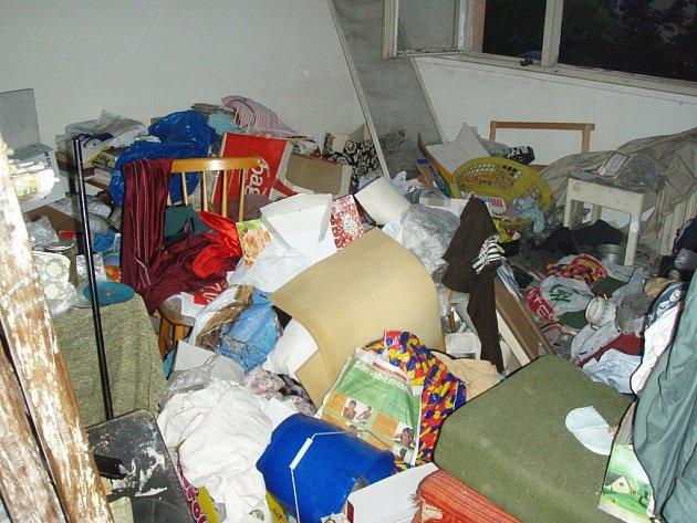 Po požáru bytu ve Frýdku-Místku zemřela starší žena. Snímek z místa tragické události.