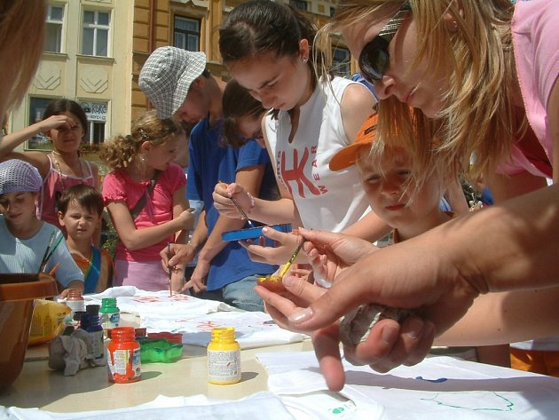 Prázdniny ve městě pořádá Dům dětí mládeže Frýdek-Místek společně s dalšími volnočasovými organizacemi. Akci financuje magistrát, takže děti s výjimkou výletů nemusí nic platit.