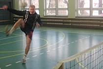 Mezi nejlepší nohejbalisty sviadnovského turnaje patří také Zdeněk Žurovec, který je nestárnoucí legendou frýdeckého nohejbalu.