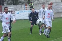 Janovice (v bílém) dokázaly zvítězit na půdě vedoucích Dětmarovic.