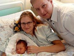 Marie Machalová s rodiči, Zelinkovice, nar. 12. 12., 50 cm, 3,60 kg. Nemocnice ve Frýdku-Místku.
