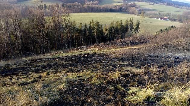 Hasiče zaměstnaly víkendové požáry v lesích v podhůří Beskyd.  Foto: SDH Kozlovice