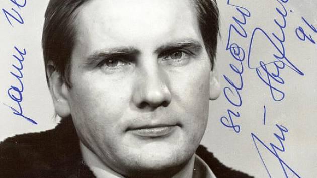Jeden z exponátu, který uvidíte ve Vratimově. Podpis Jiřího Štěpničky s věnováním z roku 1991.