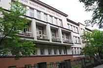 Jubilejní Masarykova ZŠ. Také zde byli o prázdninách řemeslníci.