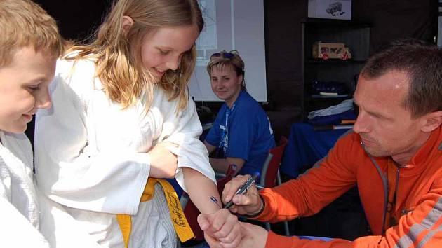 Radek Látal při autogramiádě.