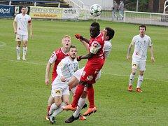 Také druhé utkání v letošní sezoně skončilo mezi fotbalisty Frýdku-Místku (v bílém) a Pardubic bez gólů.