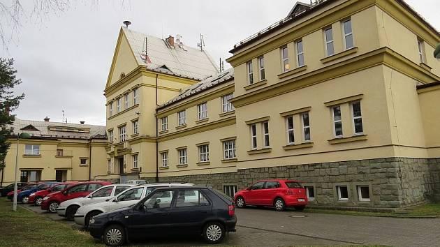 Areál Masarykovy ZŠ a MŠ v Hnojníku. Ilustrační snímek.