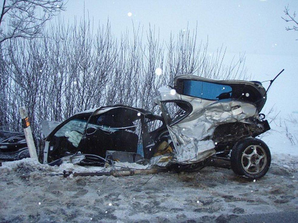Při nehodě byl automobil Hyundai téměř rozlomen na dvě části, ale jeho řidič skončil jen s několika oděrkami.