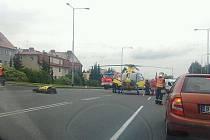 Při této nehodě, která se stala poblíž frýdecko-místecké nemocnice, byl vážně zraněn motorkář.
