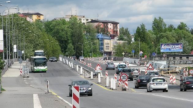 Estakádu ve Frýdku-Místku čeká od června hlavní část oprav. Nejdříve se začne v úseku ve směru od Českého Těšína (vlevo).