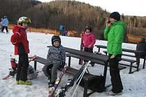 Poslední víkend letošního roku trávili milovníci lyžování na sjezdovce v Řece.