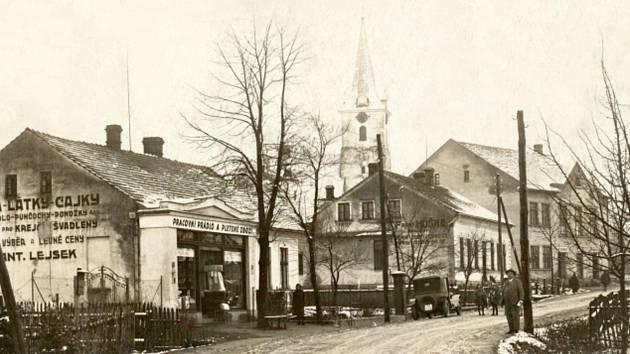 17a75738bbab Střed obce Palkovice ve dvacátých letech minulého století. Přední budova na  snímku je obchod s ...