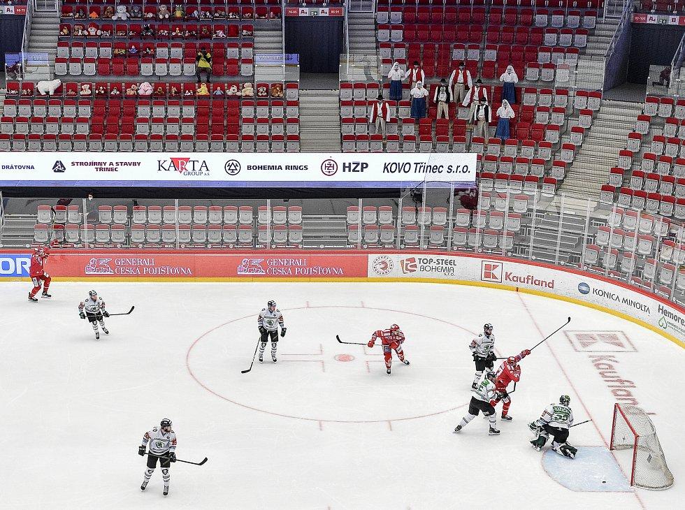 Semifinále play off hokejové Tipsport extraligy - 5. zápas: HC Oceláři Třinec - BK Mladá Boleslav, 11. dubna 2021 v Třinci. (vpravo) Martin Růžička z Třince dává gól.
