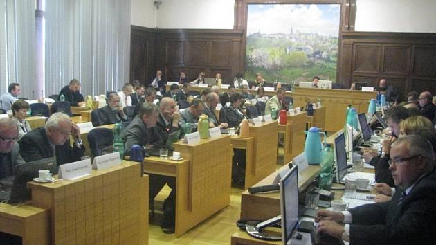 Zastupitelé se sešli v budově frýdecko-místeckého magistrátu. Ve městě je jich třiačtyřicet, na jednání dorazila naprostá většina.