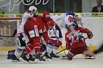 Oceláři (v červeném) padli smolně i na ledě Brna.