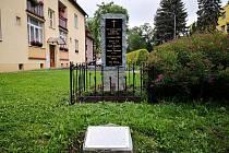 Obnovený pomník připomíná tragický výbuch granátu ve Frýdku-Místku.