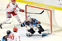 Třinec - Liberec (v modrém) ve čtvrtém finále.