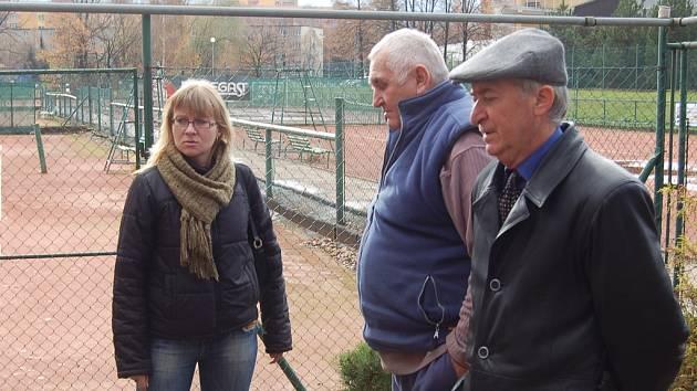 Na podzim loňského roku předávali členové místeckého tenisového klubu areál v Místku zaměstnankyním Magistrátu Frýdek-Místek.