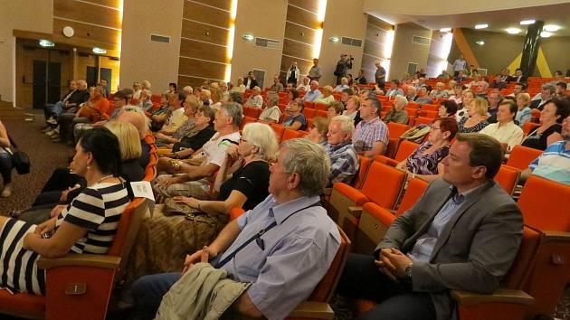 Trisia hostila setkání vlády s občany.
