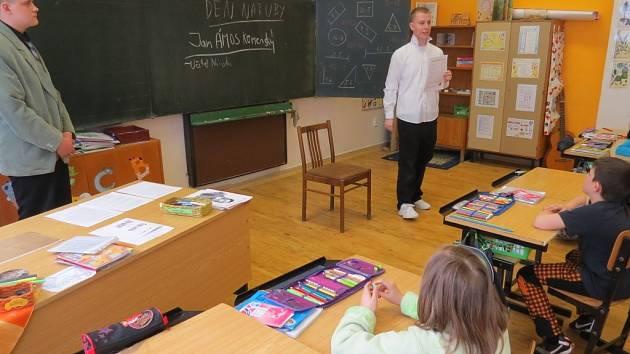 V místecké škole v pátek vyučovali žáci devátých tříd.