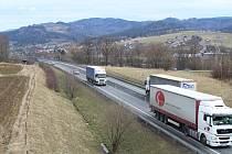 Na Jablunkovsku se začala opravovat silnice I/11.