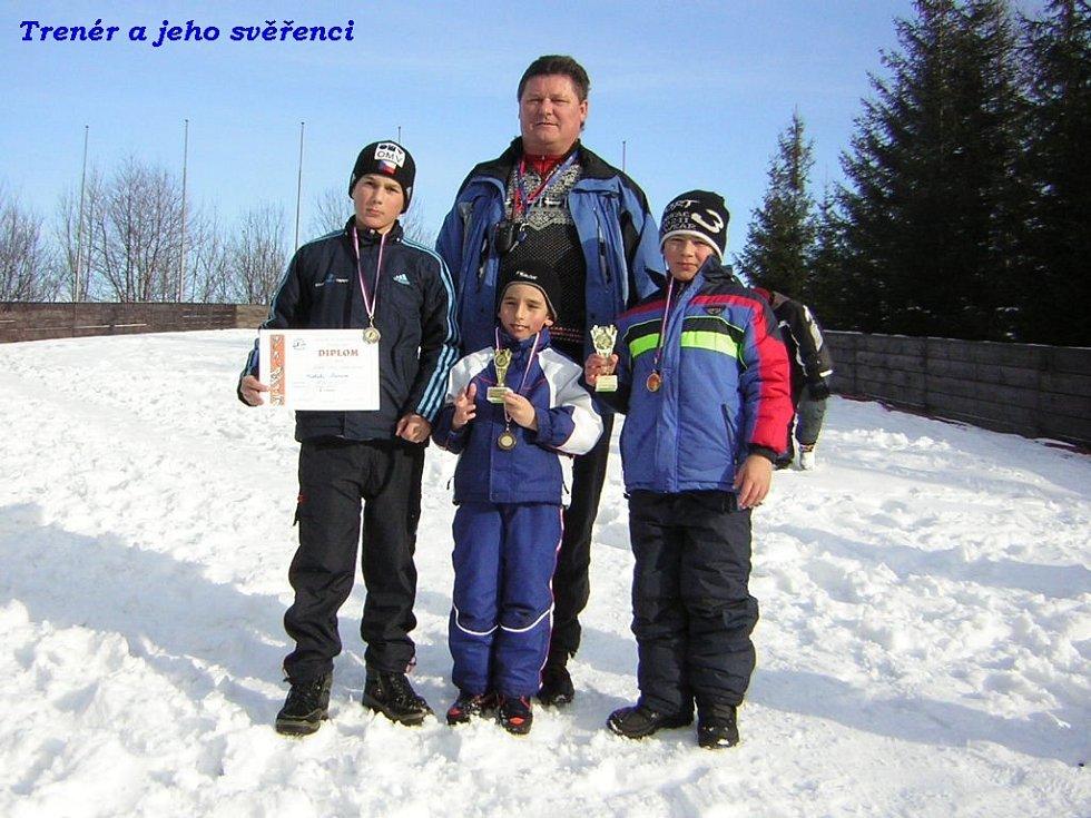 Trenér Pavel Fizek společně se svými svěřenci Michalem Krpcem (zleva), Marcelem Matušinským a Marcelem Vyvialem.