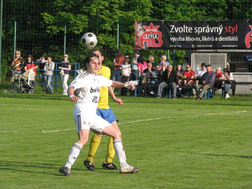 """Fotbalisté Lískovce doma """"pouze"""" remizovali s Krnovem 4:4, i tak ale ihned po utkání vypukly oslavy z"""