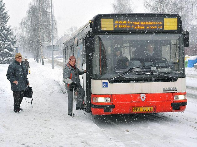 Třinecká MHD. Počet přepravovaných osob se snižuje, spojů ale neubývá. Ztrátu hradí město, letos to bude asi 24 milionů korun.