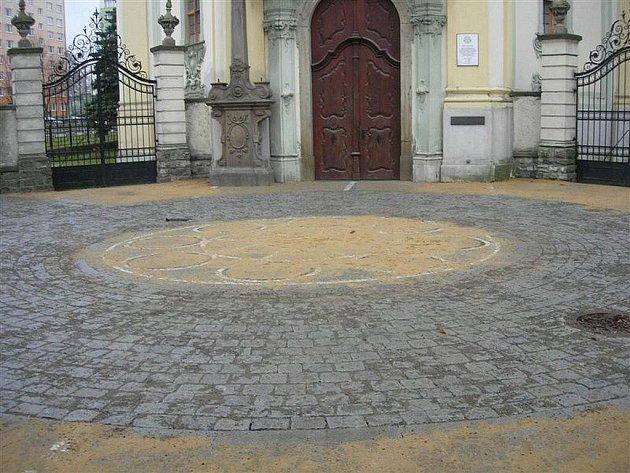 Ve středu města ohraničeného ulicemi ČSA a Janáčkova je nově k dispozici 23 parkovacích míst.