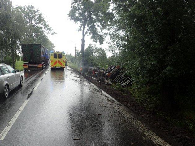 Zásah hasičů uhavarovaného kamionu.