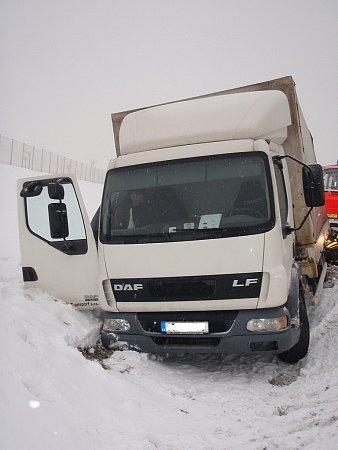 Na okruhu uautomobilky vNošovicích ve středu 13.února havaroval vůz DAF, který skončil vpříkopu.