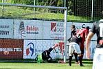 Druholigoví fotbalisté Třince (v červeném) porazili doma pražský Žižkov 4:2.