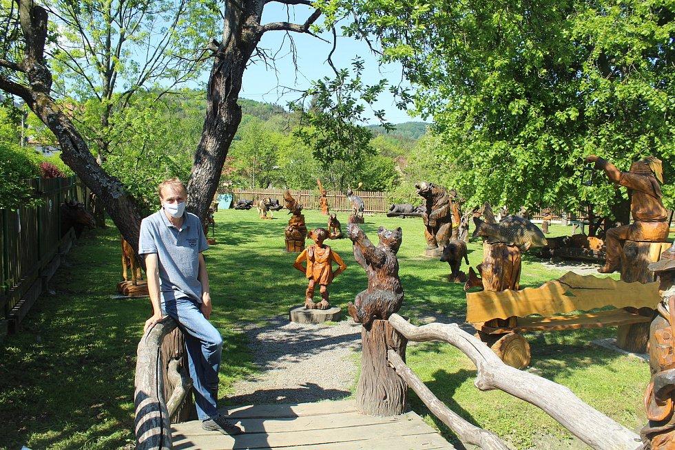 Galerie dřevěných soch vOstravici, květen 2020.